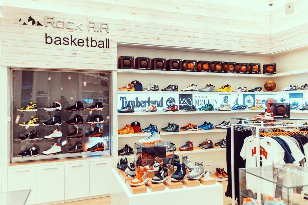 17a49363 Если Вы решили покупать кроссовки в магазине, то в первую очередь, нужно  обойти все фирменные отделы. Не видитесь на заманчивые ценники «крутых» на  вид ...