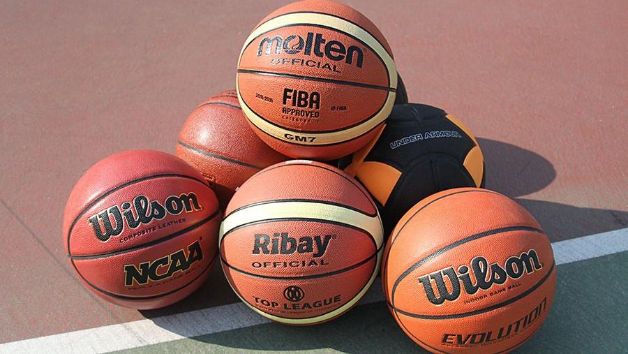4c23cb44dacc Индустрия производства баскетбольных мячей насчитывает десятки лет. Отдавая  предпочтение игровым мячам ведущих производителей, Вы определенно сделаете  ...